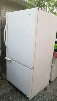 white top-mount refrigerator St. Catharines