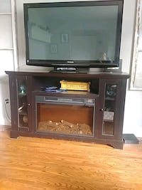 Euc electric fireplace. Barrie, L4N 3R8