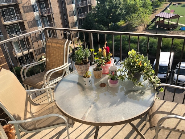 Outside Patio set (4 chairs & round glass table)