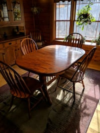 Dining room table & chairs Highland