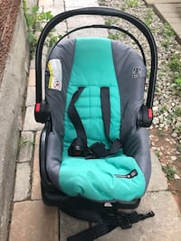 Baby's green and black car seat carrier Mississauga, L5V 2H9
