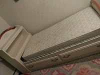 Twin Size Bed w/ Two Drawers Macomb, 48042