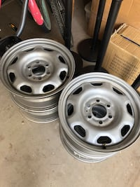 Basic 17 in wheels. No lugnuts  Tempe, 85284