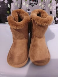 brand new girl boots size 9 Montreal, H3B