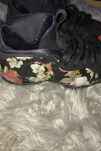 Shoes Nike floral foam posits Alexandria, 22304