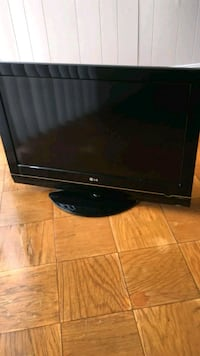black LG flat screen TV 25 km