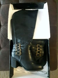 Boots wide calf size 9 1/2 brand new never worn  Los Banos, 93635
