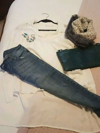 Ladies outfit, skinny jeans, blousy blouse, scarf