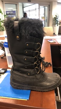Sorel Boots - worn 5 times, practically new  Cambridge, N1T 1P7
