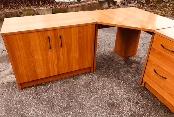 the best attitude 58a07 f44a3 Solid wood corner office type desk made in Denmark. Must see!