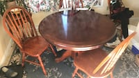 Cherry wood dining room table and chairs 23 km