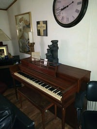 Baby grand piano Des Moines, 50310
