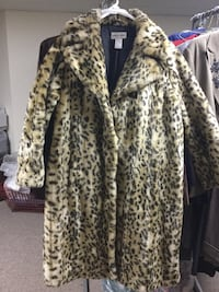 Beautiful coat extra large in style. Green Bay wis Allouez, 54301