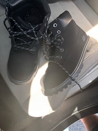 pair of black leather work boots Saint Louis, 63125
