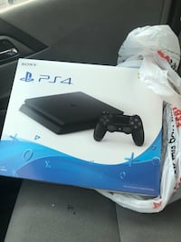 Sony ps4 console with controller box Chantilly, 20151