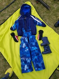 Boys 3t Snow outfit with boots and gloves