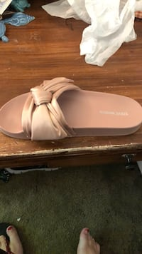 pair of white leather flats 32 km