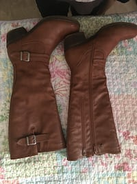 brown leather knee-high boots Grande Prairie, T8V 4Z8