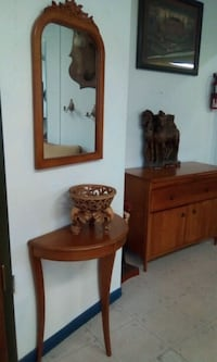 brown wooden vanity table with mirror Longueuil, J4H