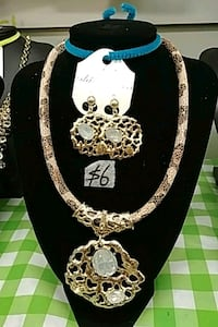 gold color necklace and earring set Toronto, M1B 0A7