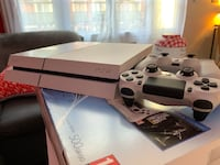 Console blanche sony PS4 PACK THE LAST OF US 2 manettes 2 JEUX Issy-les-Moulineaux, 92130