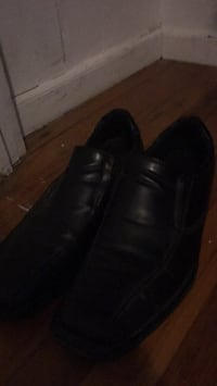 Pair of black leather dress shoes Monticello, 12701