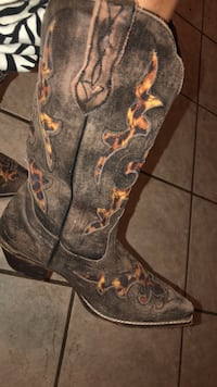 Cavenders women's leather leopard Cowgirl boots. Size 7 1/2. Worn two times. Like new - lightly worn, paid $220 Odessa, 79761