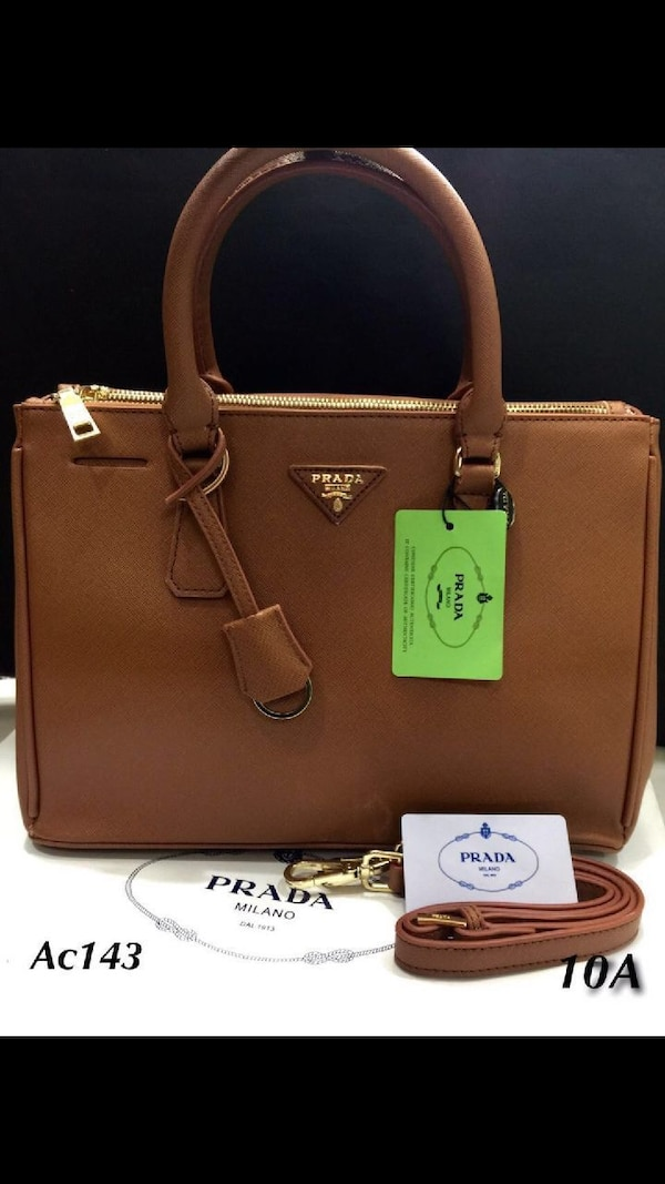 borsa a due manici in pelle marrone Prada