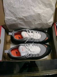 pair of gray Nike basketball shoes with box Groveport, 43125