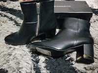 pair of black leather boots 2672 km