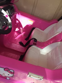 pink Hello Kitty ride-on toy car Deland, 32724