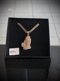 10k real gold curb chain with cz prayer Hands pendant  Toronto, M1K 1N8