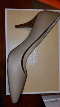 "New in box Michael Kors 3"" pumps 13 mi"