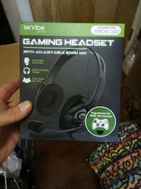 Gaming headset with adjustable boom