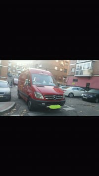 Furgoneta Mercedes-Benz Sprinter roja Madrid, 28047