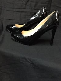 pair of black patent leather peep-toe pumps 50 km