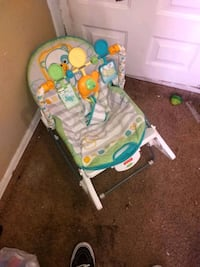 baby's green and white bouncer El Paso, 79936
