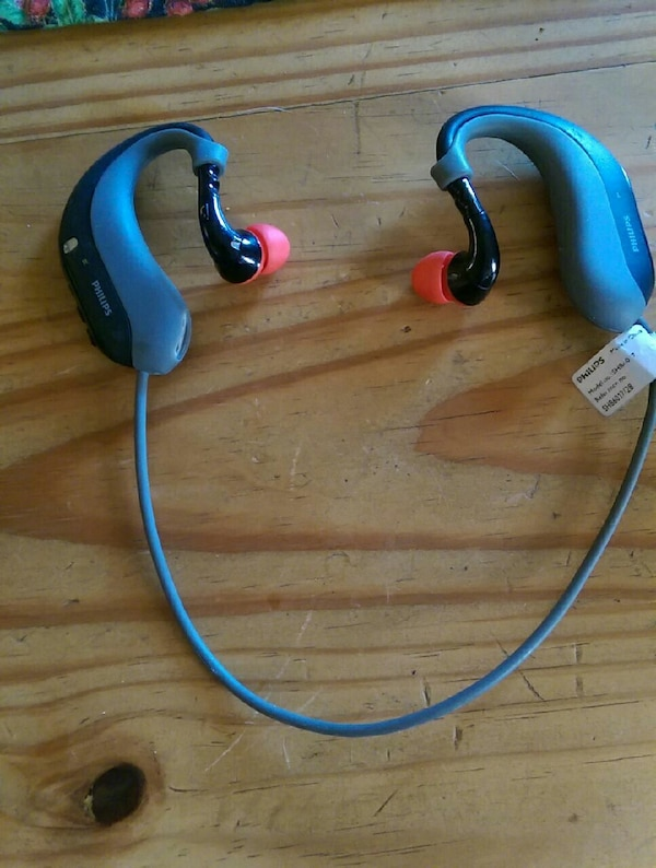 436cbe56123 Used Philips hq bluetooth earbuds for sale in Clarksville - letgo