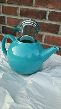 ☆TEA POT **WITH BUILT-IN STRAINER ON THE LID!!**☆