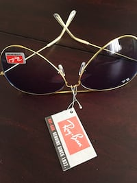 New never worn authentic aviator ray ban