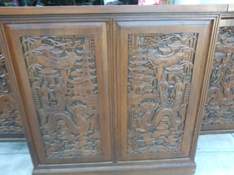 Hand carved Antique Bar 65b850a3-d9cb-4f67-ad33-8c7138d1db7d