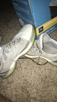 Hardens volume 1 white-and-gray basketball shoes