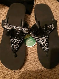 new size 8/9 sandals
