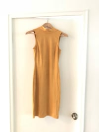 M boutique yellow suede dress, size S Toronto, M4V 1Z6