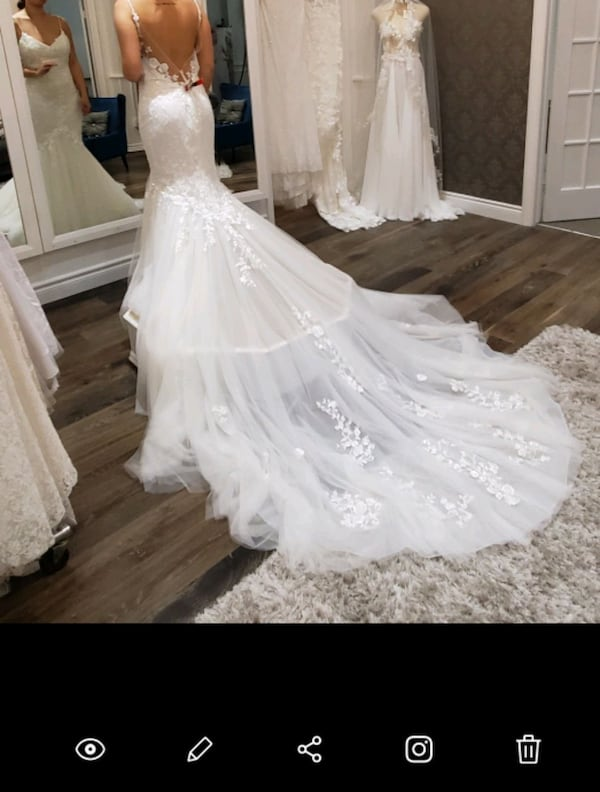 Wedding dress d6fe614f-e8e1-432b-8fec-d010f6bbcafa