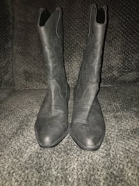 Pair of gray leather round-toe cowboy boots Brazil, 47834