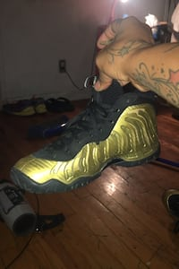 Black and gold Foamposite New York, 10454