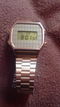 Gold stainless Casio watch  Montréal, H8S 4C8