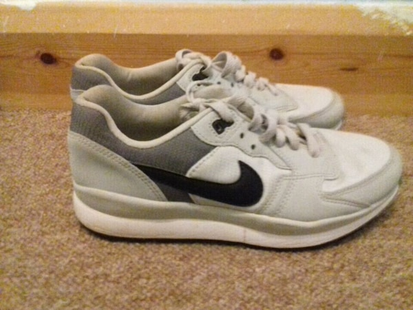 7d4ccdb445fc Used pair of white-and-black Nike sneakers for sale in West Yorkshire -  letgo