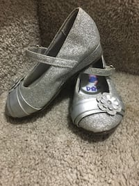 Toddler girl size 6 dora shoes available